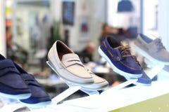 Esposizione delle scarpe del ` s degli uomini Fotografie Stock Libere da Diritti