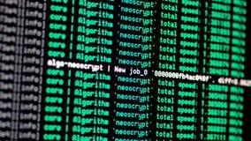 Esposizione di console di processo di estrazione mineraria di Cryptocurrency archivi video
