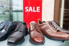 Esposizione di vendita delle scarpe di cuoio degli uomini Immagini Stock Libere da Diritti