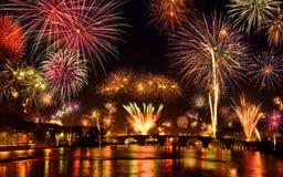 Esposizione felice dei fuochi d'artificio Immagine Stock