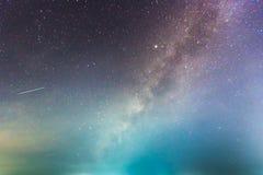 Esposizione lunga astratta della Via Lattea nei precedenti del cielo notturno Fotografia Stock Libera da Diritti