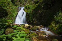 Esposizione lunga delle cascate di Allerheiligen in natura pura immagine stock libera da diritti