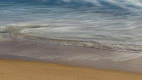 Esposizione lunga di acqua alla spiaggia immagini stock