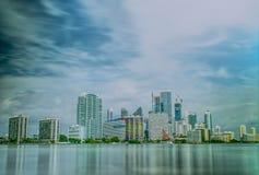 Esposizione lunga di giorno di Miami Florida dell'orizzonte del centro di tempo Immagini Stock Libere da Diritti