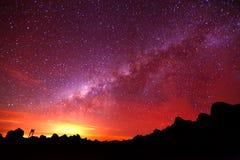 Esposizione lunga di notte della galassia della Via Lattea Fotografia Stock Libera da Diritti