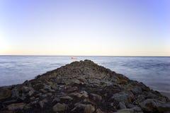 Esposizione lunga di Stradbroke dell'isola del frangiflutti del nord dell'Australia Immagine Stock