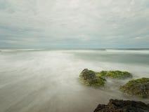 Esposizione lunga di vista sul mare immagini stock