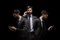 Esposizione multipla dell'uomo d'affari occupato facendo uso dello smartphone Fotografia Stock Libera da Diritti