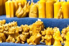 Esposizione sugli scaffali delle candele decorative Immagine Stock Libera da Diritti