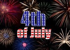 Esposizione variopinta dei fuochi d'artificio che forma una festa dell'indipendenza del fondo Fotografie Stock
