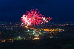 Esposizione variopinta dei fuochi d'artificio a Chiangmai Immagine Stock Libera da Diritti