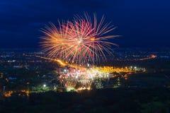 Esposizione variopinta dei fuochi d'artificio a Chiangmai Fotografia Stock Libera da Diritti