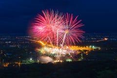 Esposizione variopinta dei fuochi d'artificio a Chiangmai Fotografie Stock Libere da Diritti
