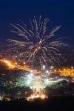 Esposizione variopinta dei fuochi d'artificio a Chiangmai Immagine Stock