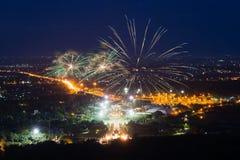 Esposizione variopinta dei fuochi d'artificio a Chiangmai Immagini Stock Libere da Diritti