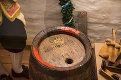 Esposizioni al museo delle tazze di festival di Oktoberfest, storia delle bottiglie della celebrazione fotografie stock libere da diritti