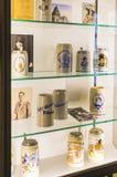 Esposizioni al museo delle tazze di festival di Oktoberfest, storia delle bottiglie della celebrazione immagini stock