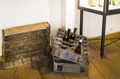 Esposizioni al museo delle tazze di festival di Oktoberfest, storia delle bottiglie della celebrazione fotografie stock