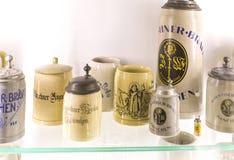 Esposizioni al museo delle tazze di festival di Oktoberfest, storia delle bottiglie della celebrazione fotografia stock