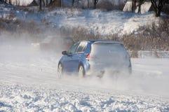 Espray de la deriva del coche la nieve Foto de archivo libre de regalías