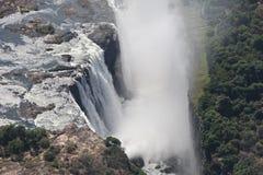 Espray de los tiros aéreos de la cascada de Victoria Falls del helicóptero foto de archivo libre de regalías