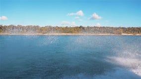 Espray y chapoteo de la corriente de la espuma del océano metrajes