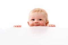 Espreitadelas pequenas de uma criança fotografia de stock royalty free