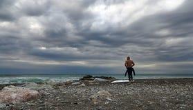 Espreitar no céu e no mar no inverno Fotografia de Stock Royalty Free