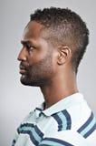 Espressione afroamericana dello spazio in bianco di profilo dell'uomo Fotografia Stock