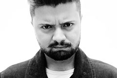 Espressione facciale di dubbio dell'uomo del ritratto dello studio del primo piano su bianco Fotografia Stock Libera da Diritti