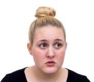 Espressione perplessa sulla giovane donna caucasica del fronte Immagini Stock Libere da Diritti