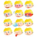Espressioni facciali del ragazzo biondo Immagini Stock