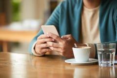 Espresso και ειδήσεις πρωινού Στοκ φωτογραφίες με δικαίωμα ελεύθερης χρήσης
