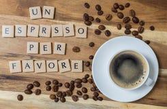 Espresso των Η.Ε ανά το favore & x28 στα ιταλικά ένα espresso please& x29  έννοια ο Στοκ Φωτογραφίες