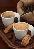 Espresso, Biscotti och kaffebönor Fotografering för Bildbyråer