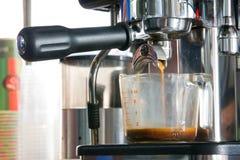 Espresso in der Schale stockbilder