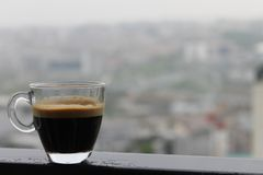 espresso in een regenachtige dag wordt geschoten die Royalty-vrije Stock Foto's