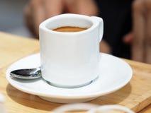 Espresso i en kupa Fotografering för Bildbyråer