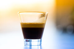 Espresso i exponeringsglas arkivfoton