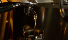 Espresso-Kaffee-Herstellung Stockfotografie