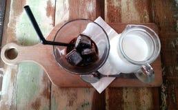 Espresso med mjölkar och kaffeis Arkivbild