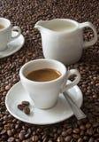 Espresso u. Kaffeebohnen Stockfotografie