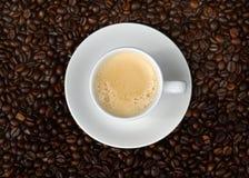 Espresso und Bohnen Stockbild