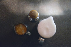 Espresso und floamy Milch Stockfoto