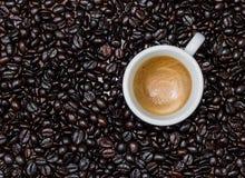 Espresso und Kaffeebohnen Stockfoto