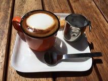 Espresso und Milch Stockfoto