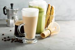 Espresso, vanligt kaffe och matchalatte Fotografering för Bildbyråer