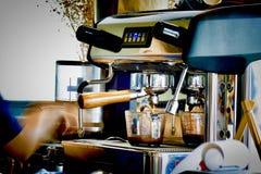 Espresso von der Maschine stockfoto