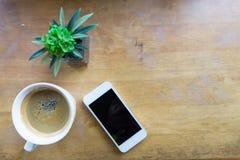 Espressokaffe i den vita koppen med kopieringsutrymme Arkivbild