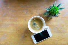 Espressokaffe i den vita koppen med kopieringsutrymme Royaltyfria Foton